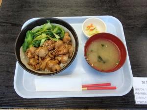 空港食堂の焼鳥丼1
