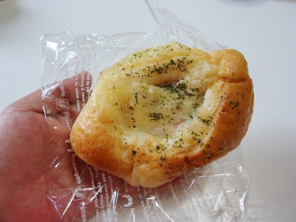 ピッコロモンドのハムチーズパン1