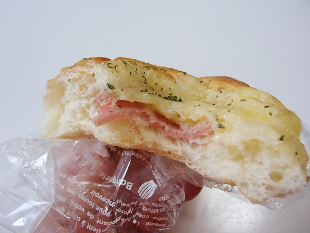 ピッコロモンドのハムチーズパン2