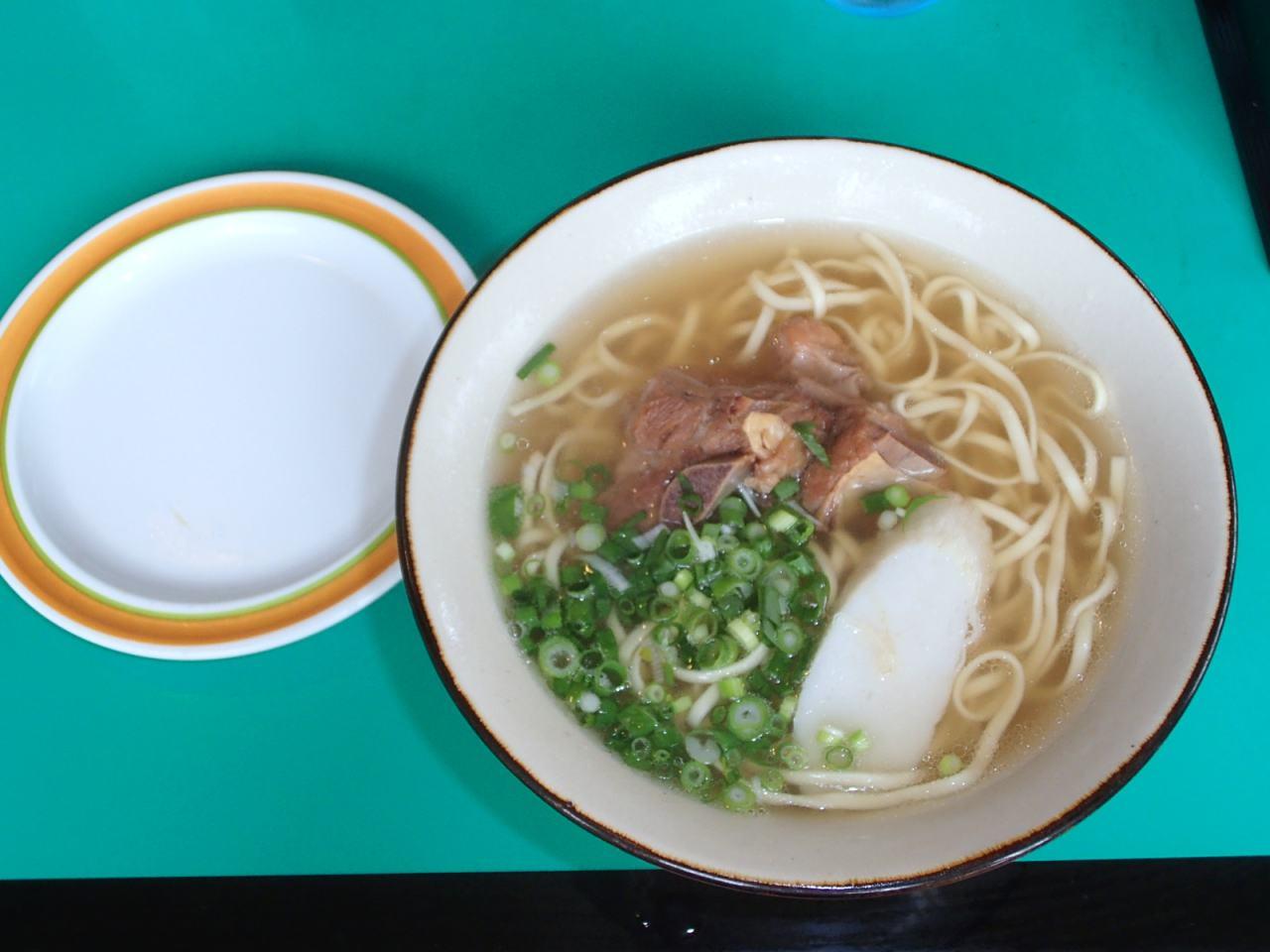 【那覇市 やまぐすく】細麺好きな人はぜひ!素朴な味の沖縄そば