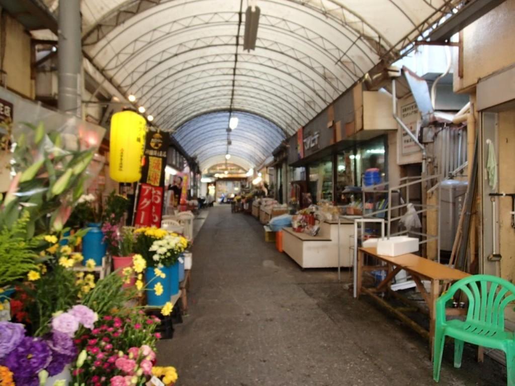 栄町市場内1