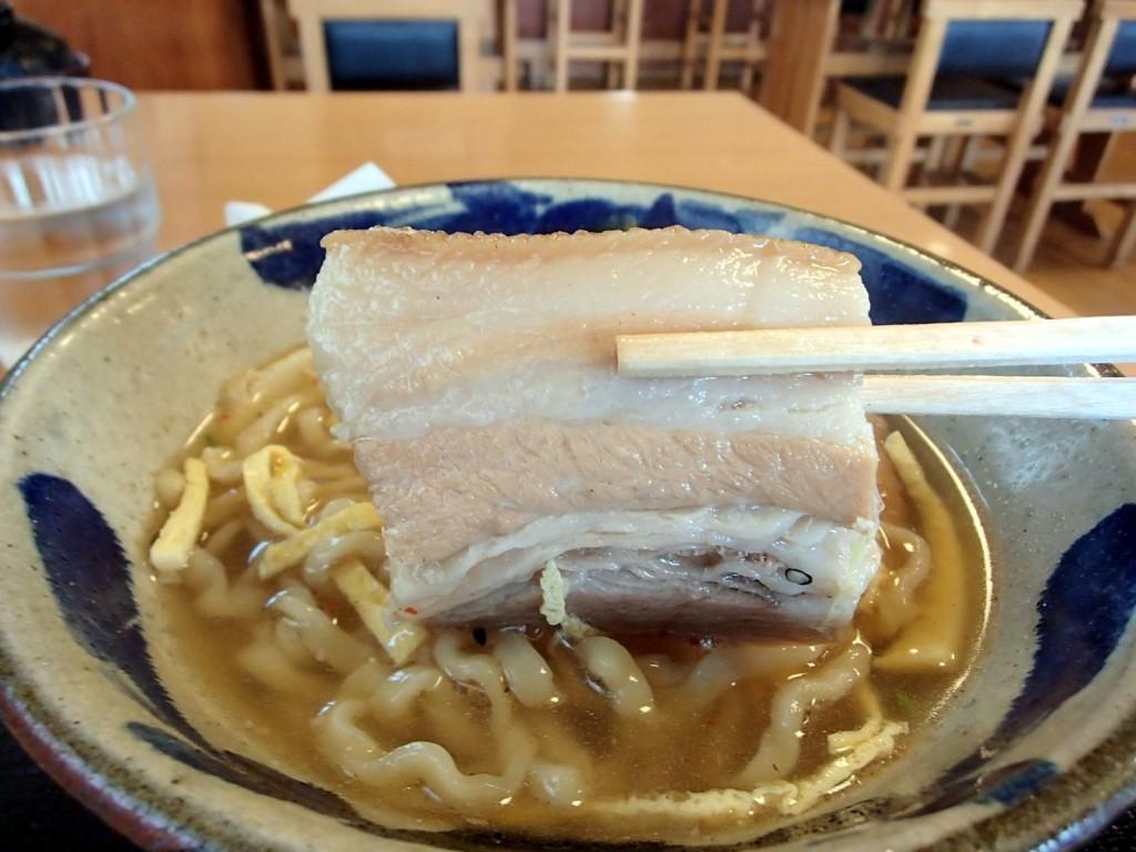 東江そばの三枚肉