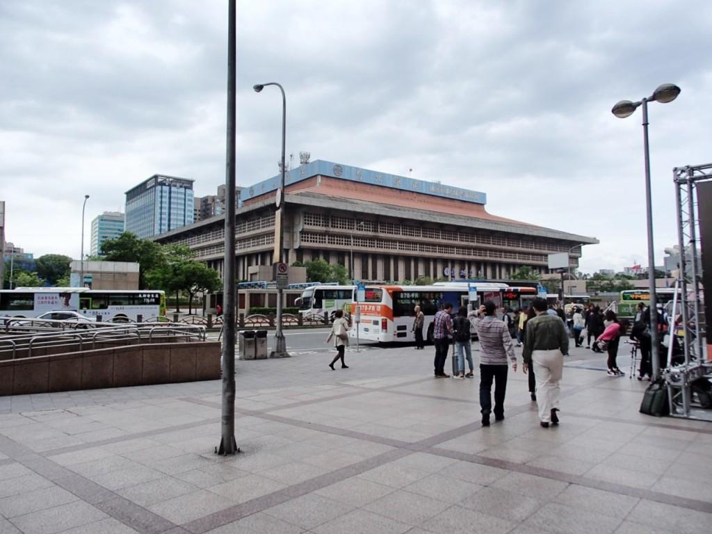 台北駅4月