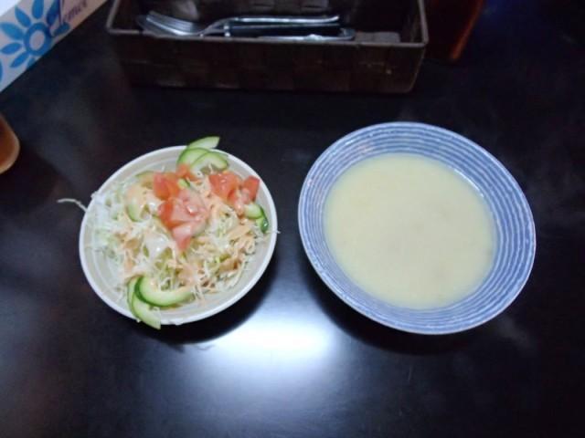ハイウェイのスープとサラダ