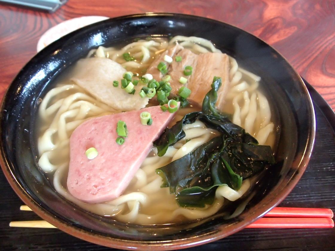 【久米島 きはち】あっさり系スープがウマい沖縄そば!おかみさんの優しさがしみます