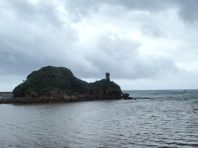 久米島のガラサー岩