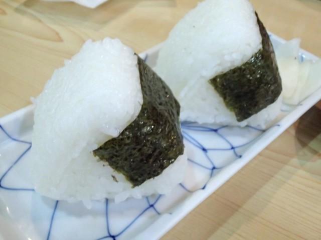 松乃屋の鮭おにぎり1