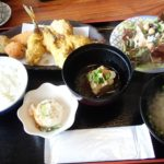 【南風原町 いろり亭】ランチの種類充実の定食屋さん!サラダとライスもたっぷりどうぞ!