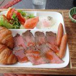 【北谷町 和牛カフェ KAPUKA(カプカ)】海辺のカフェの贅沢朝ごはん!肉好きも野菜好きも大満足です