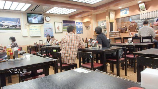 空港食堂の内観_4
